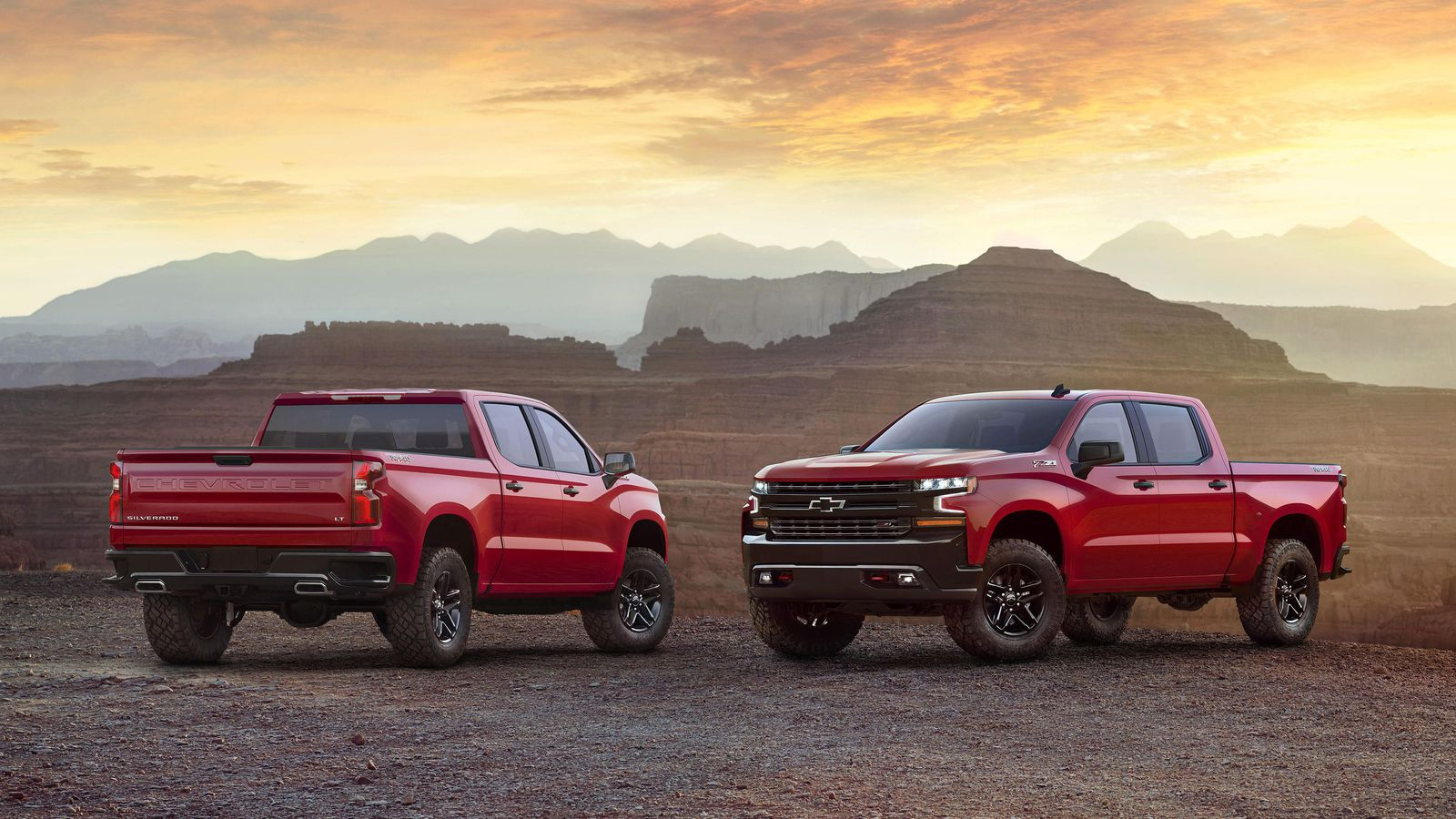 2019 Chevrolet Silverado picture front and back