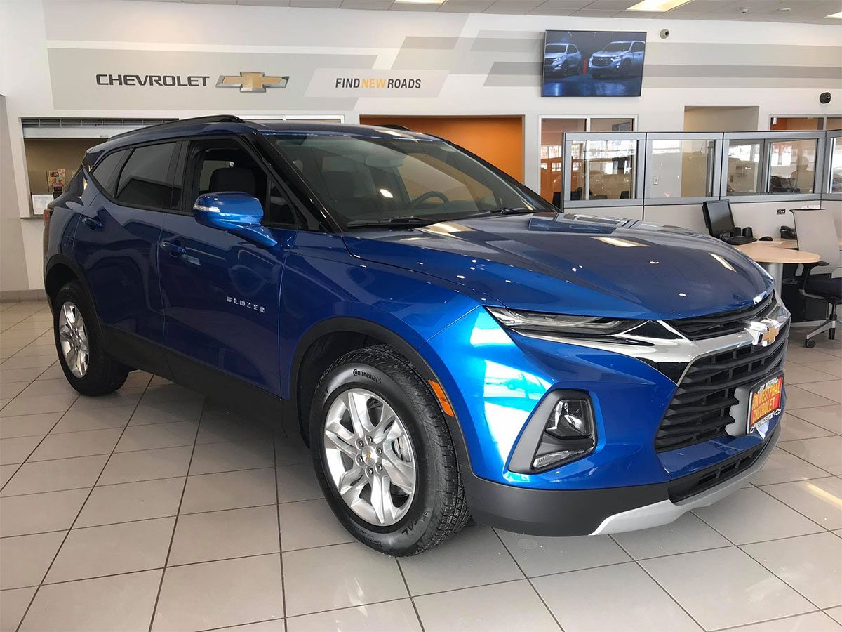 New color Kinetic Blue Metallic on 2019 Chevrolet Blazer